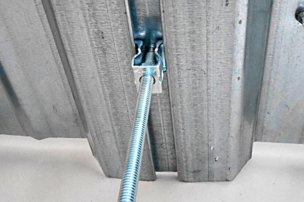 デッキメイト アリ溝留めタイプ 18-27mm NEW SE-S型 t1.6 施工例